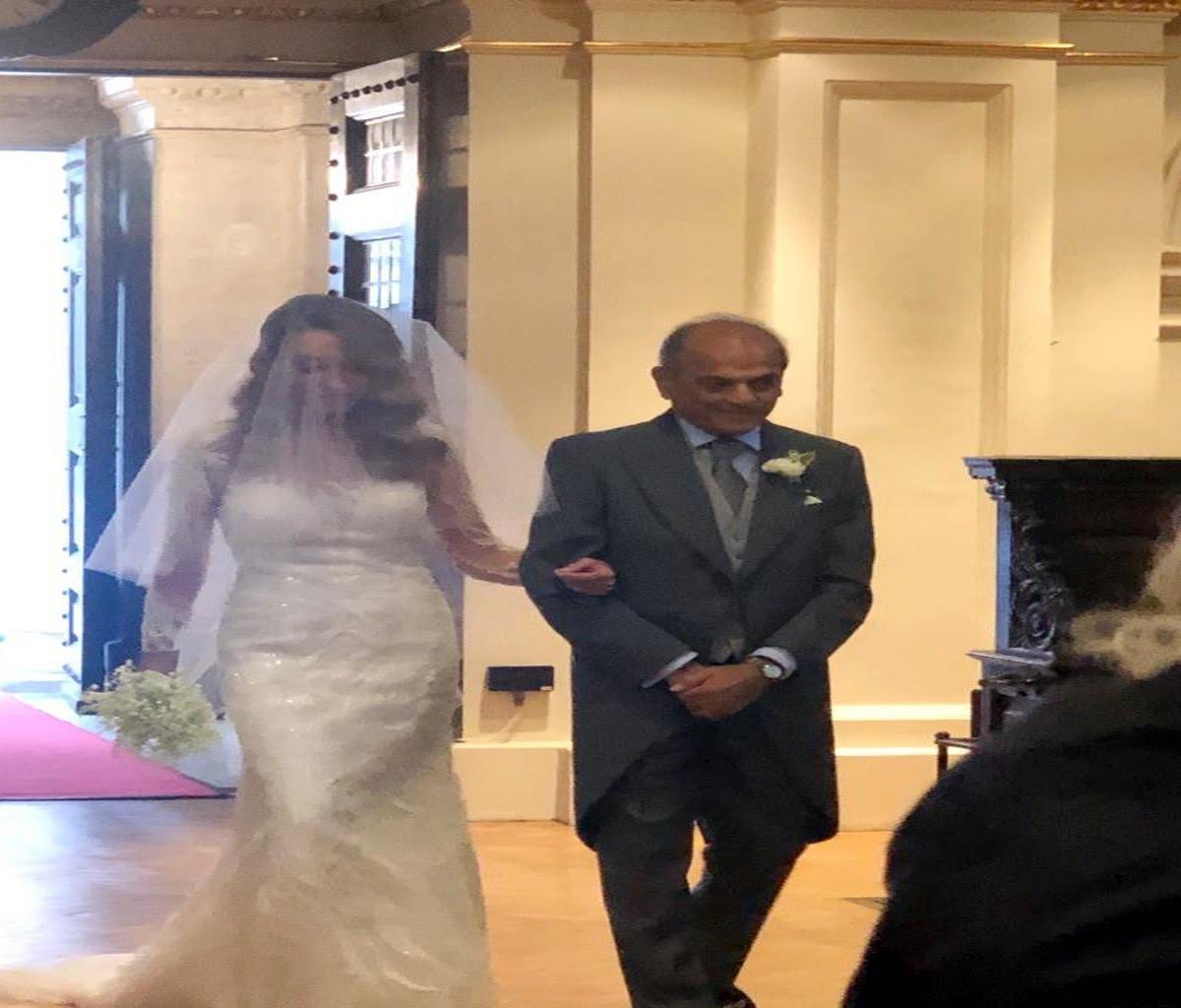 दोस्त कैरोलिन के साथ शादी के बंधन में बंधे हरीश साल्वे.